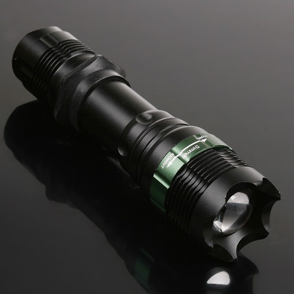 Super Bright T6 LED Flashlight Zoomable Torch 900 Lumens 7W